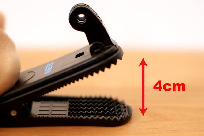 クリップは最大で4cmほど開くことができます。